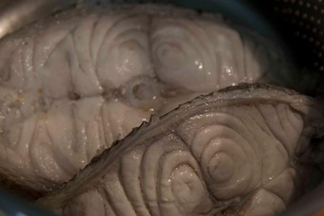 ψαρόσουπα: Φέτες μεγάλου ροφού (βλάχου) βρασμένες