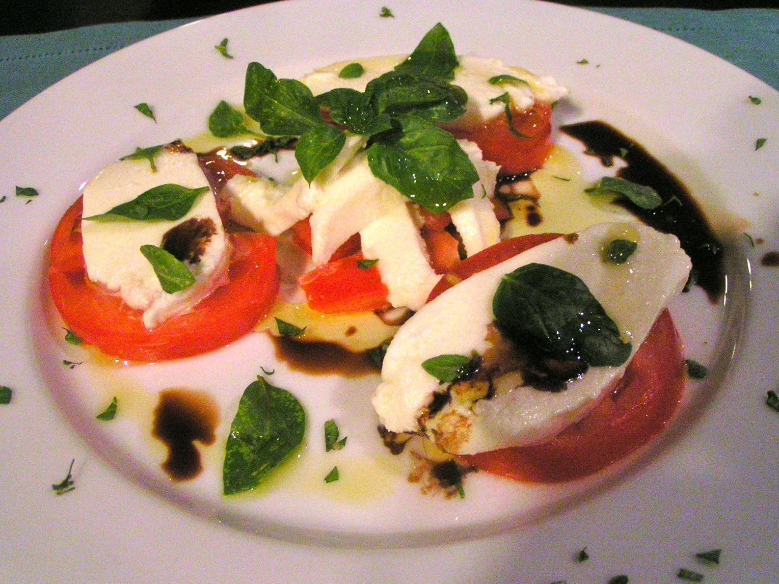 ντοματάκια με μοτσαρέλα - σαλάτα Καπρέζε (Caprese)