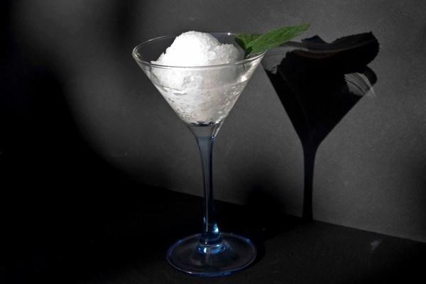 σορμπέ - γρανίτα ούζο σε ποτήρι Μαρτίνι